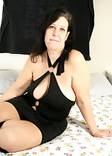 Horny Mature Slut Playing With Her Wet Pussy